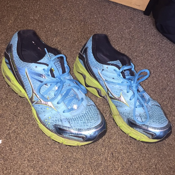 e769f41b30d2 Mizuno running shoes. M_5b33fae49539f7f673e1eab2